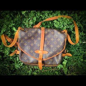 Authentic LOUIS VUITTON Messenger Bag France, Real